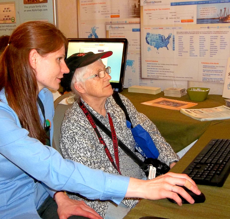Tara helps a MyHeritage member.