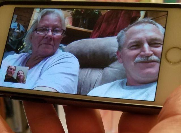 Mitch og familien hans pratet flere ganger over telefon og video-chatting.