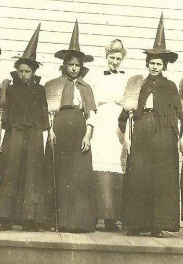 Margie's great-great aunts, 1912