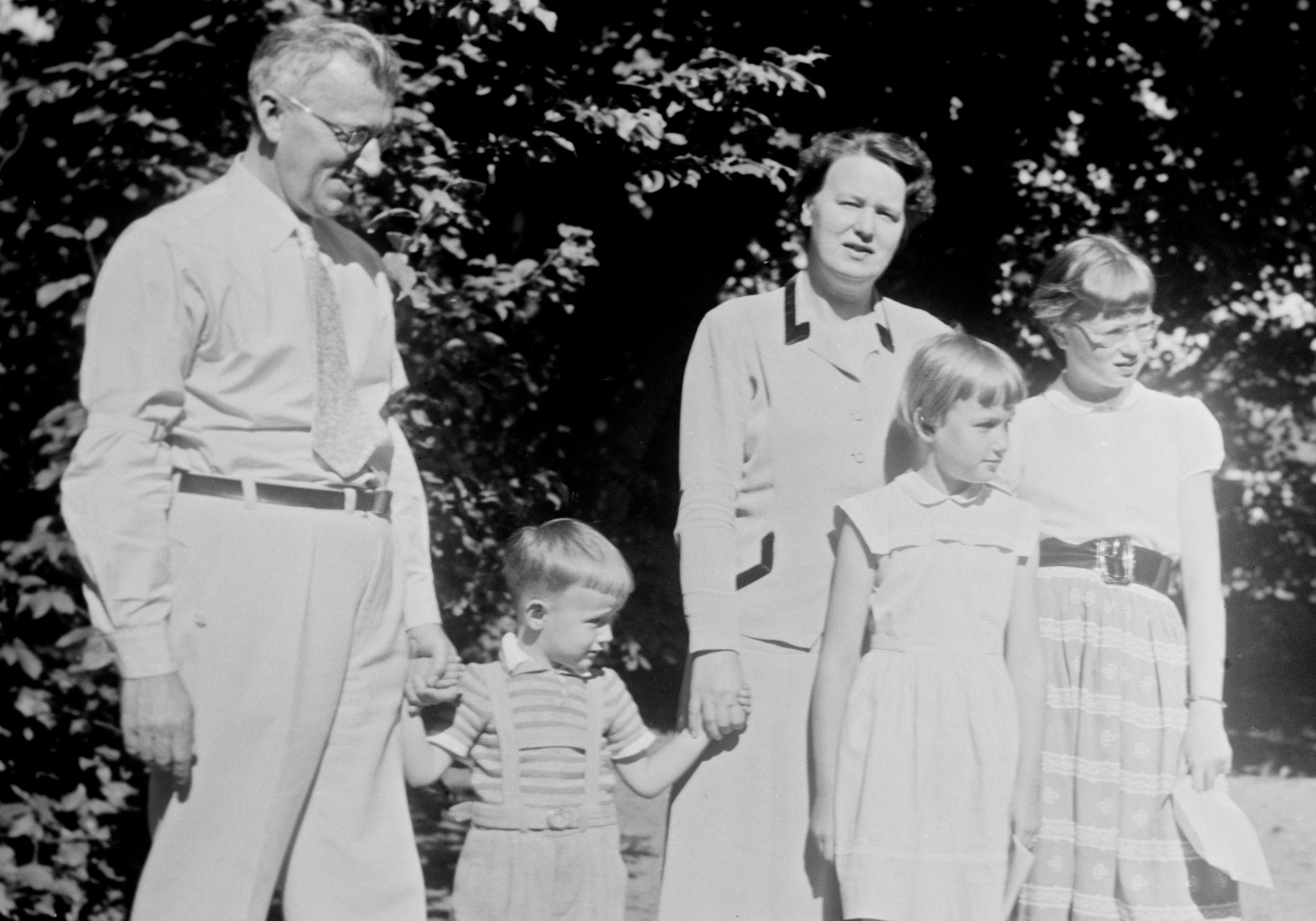 Inge und Britta Bergenek mit ihren 3 Kindern in den frühen 1950er Jahren