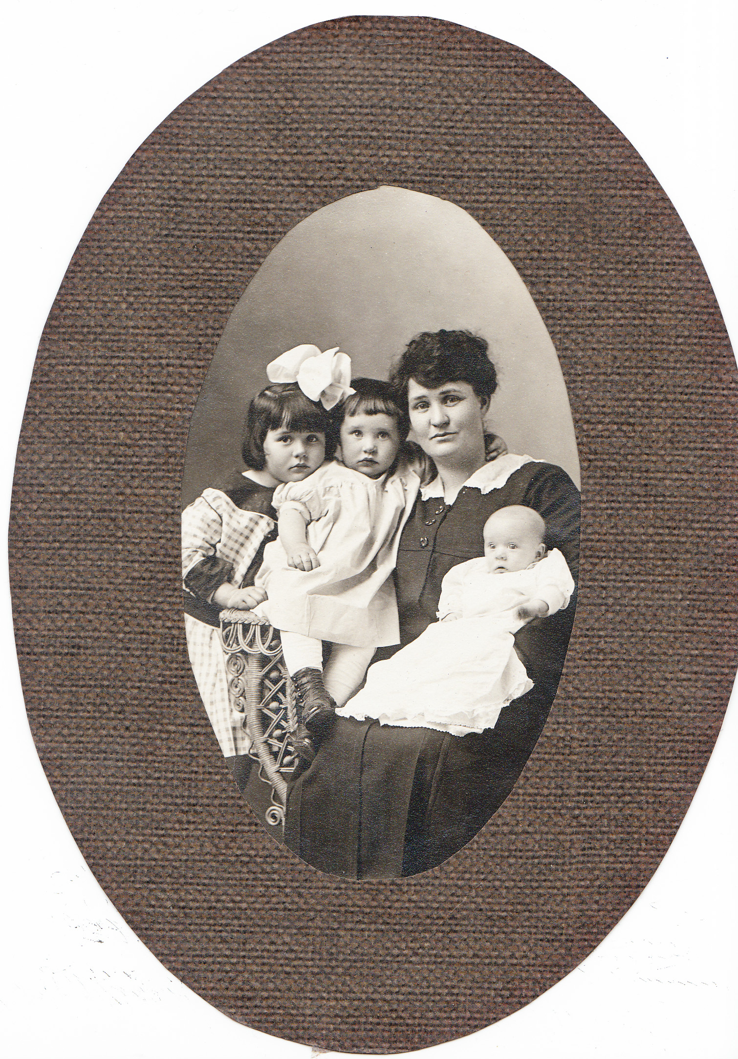 Del's maternal grandmother, Mary Dean, with her brother's childrenand the O'Malley Children.